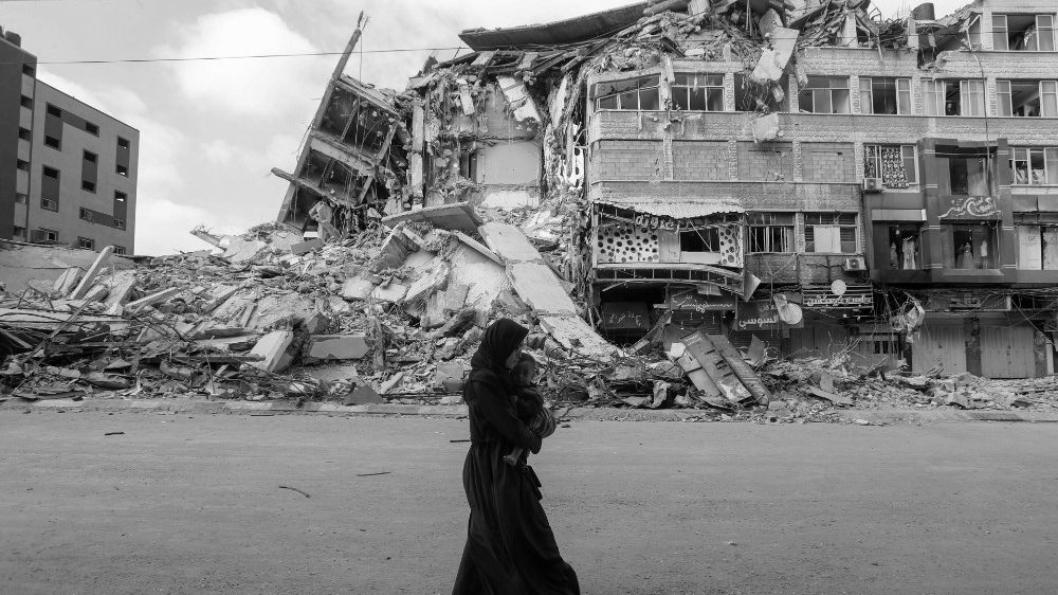 Palestina Gaza mujer destruccion la-tinta