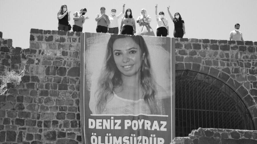 Turquia Deniz Poyraz protesta la-tinta