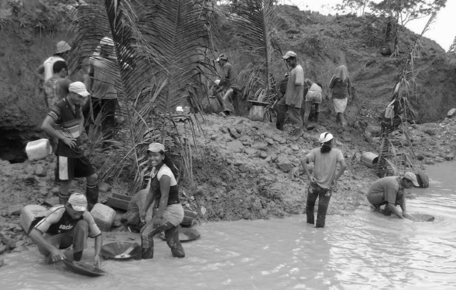 Peru mineria ilegal la-tinta