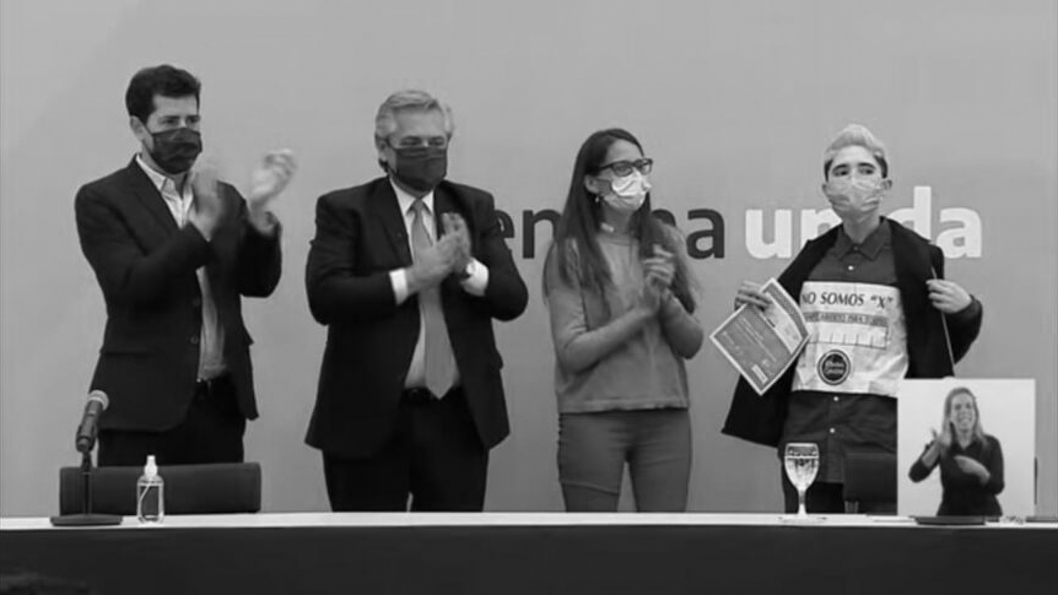 no-binarie-todes-dni-feminismo-acto-casa-rosada-alberto-fernandez-2