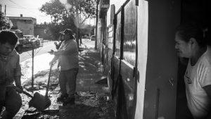 Fotogalería: continúa la crisis sanitaria en Alberdi y Villa Páez por el desborde cloacal