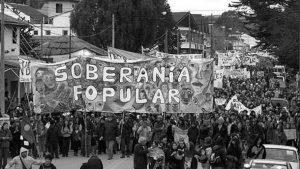 Río Negro: tras la presión popular en las calles, la justicia frena el avance del magnate Joe Lewis en El Bolsón
